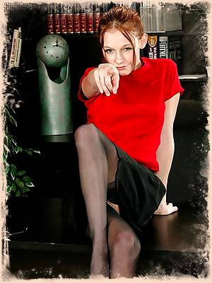 Leggy secretary shows off